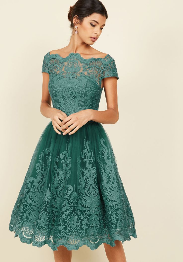Guest at a Winter Wedding? Here\'s What to Wear